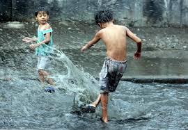 niños lluvia 1